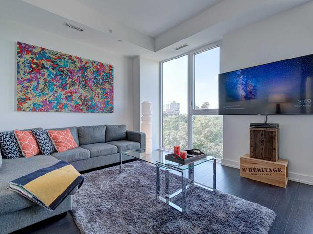 6 Parkwood Ave, Unit 712