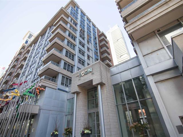 270 Wellington St W, Unit 818