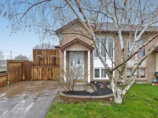 1371 Charter Cres