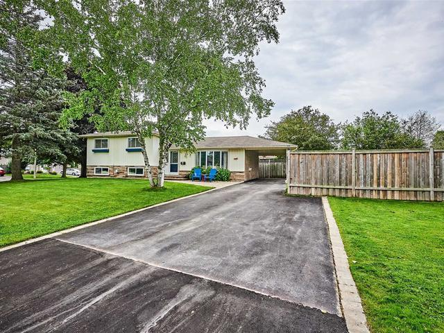 2 Cowling Cres