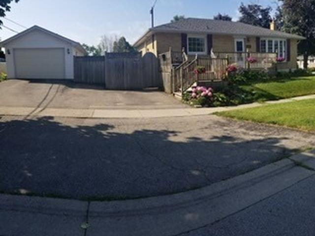 779 Gaspe Ave