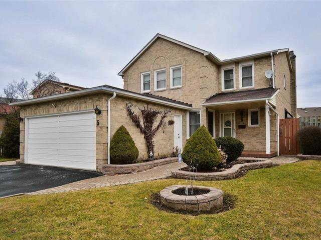 5 Gilmour Dr