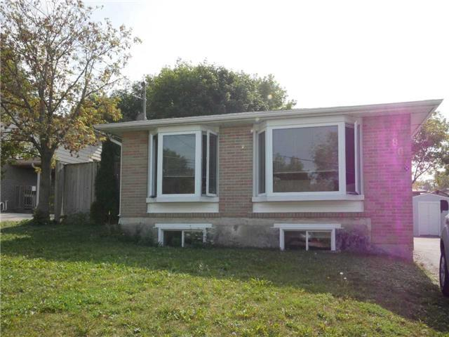 807 Greenfield Cres, Unit Lower