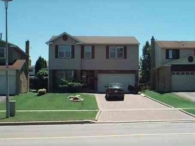 135 Huron Heights Dr photo #1