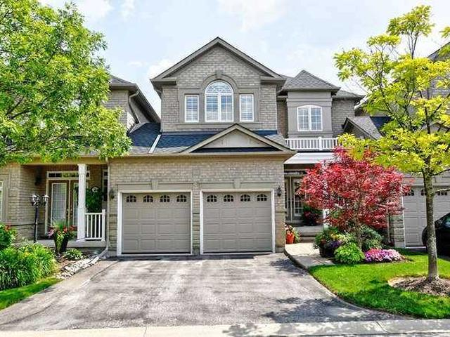 81 Stonecliffe Cres