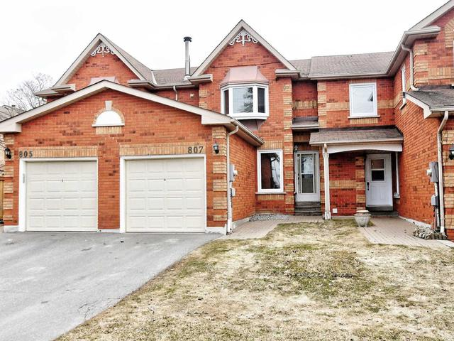 807 Playter Cres