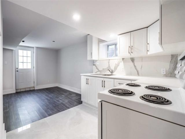 747 Botany Hill Cres, Unit Lower