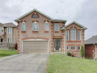 40 Grand Forest Dr
