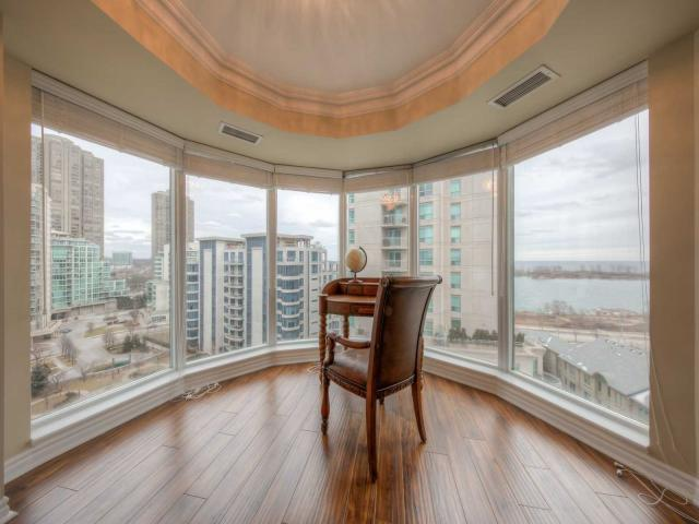 2111 Lakeshore Blvd W, Unit 1102