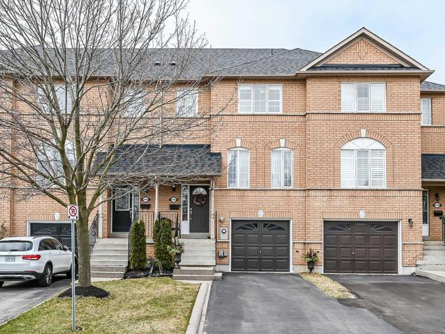 2496 Gill Cres