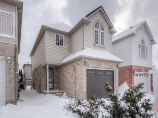 123 Chateau Cres