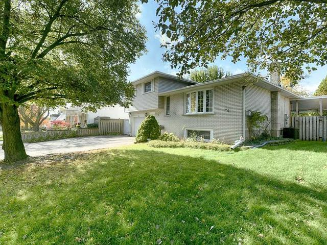 12 Foster Cres