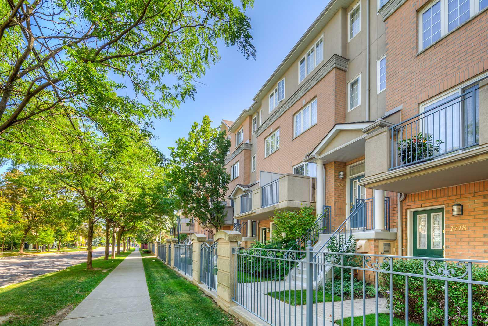 Sommerset at Northtown at 18 Sommerset Way, Toronto 1