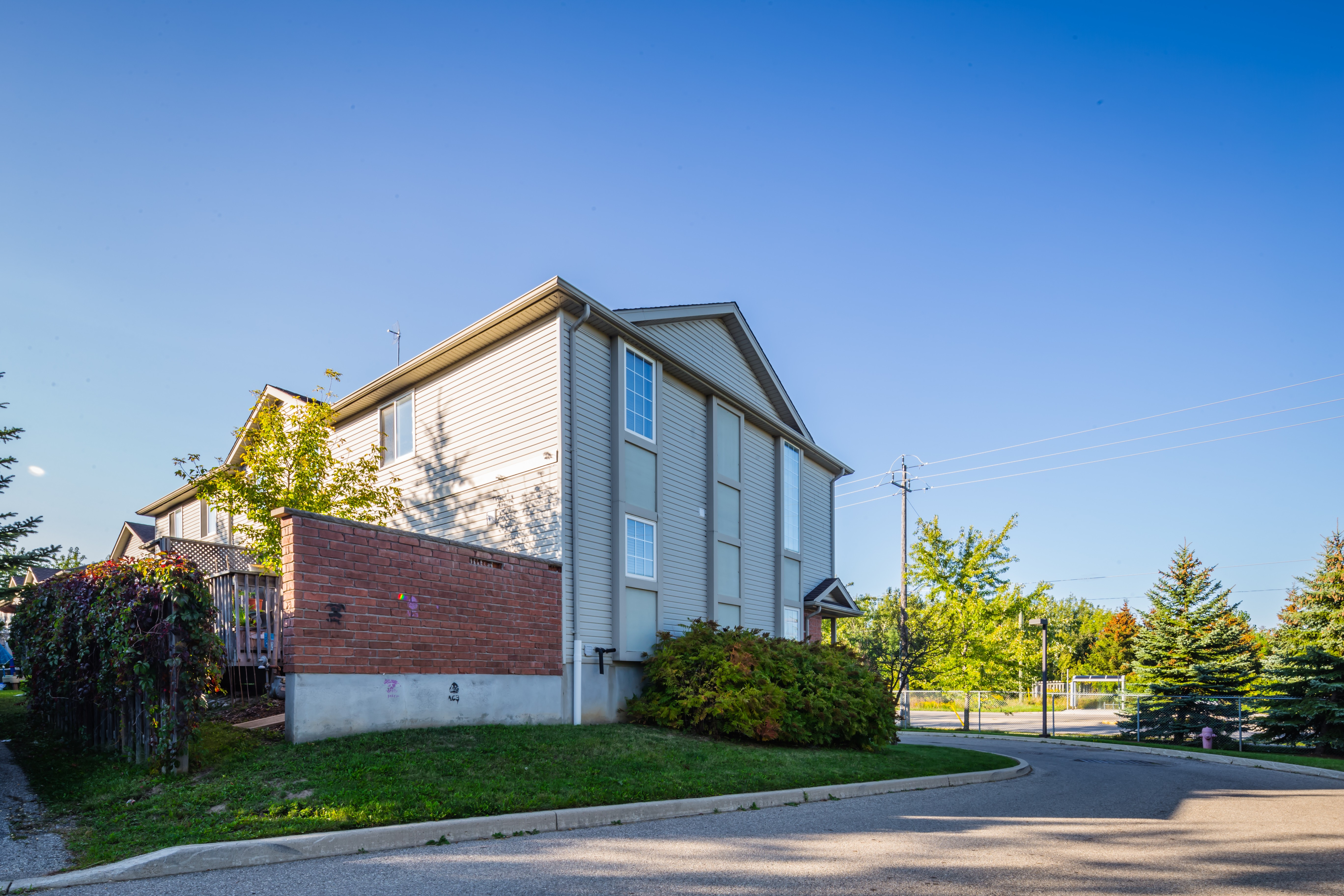600 White Elm Townhomes at 600 White Elm Blvd, Waterloo 1