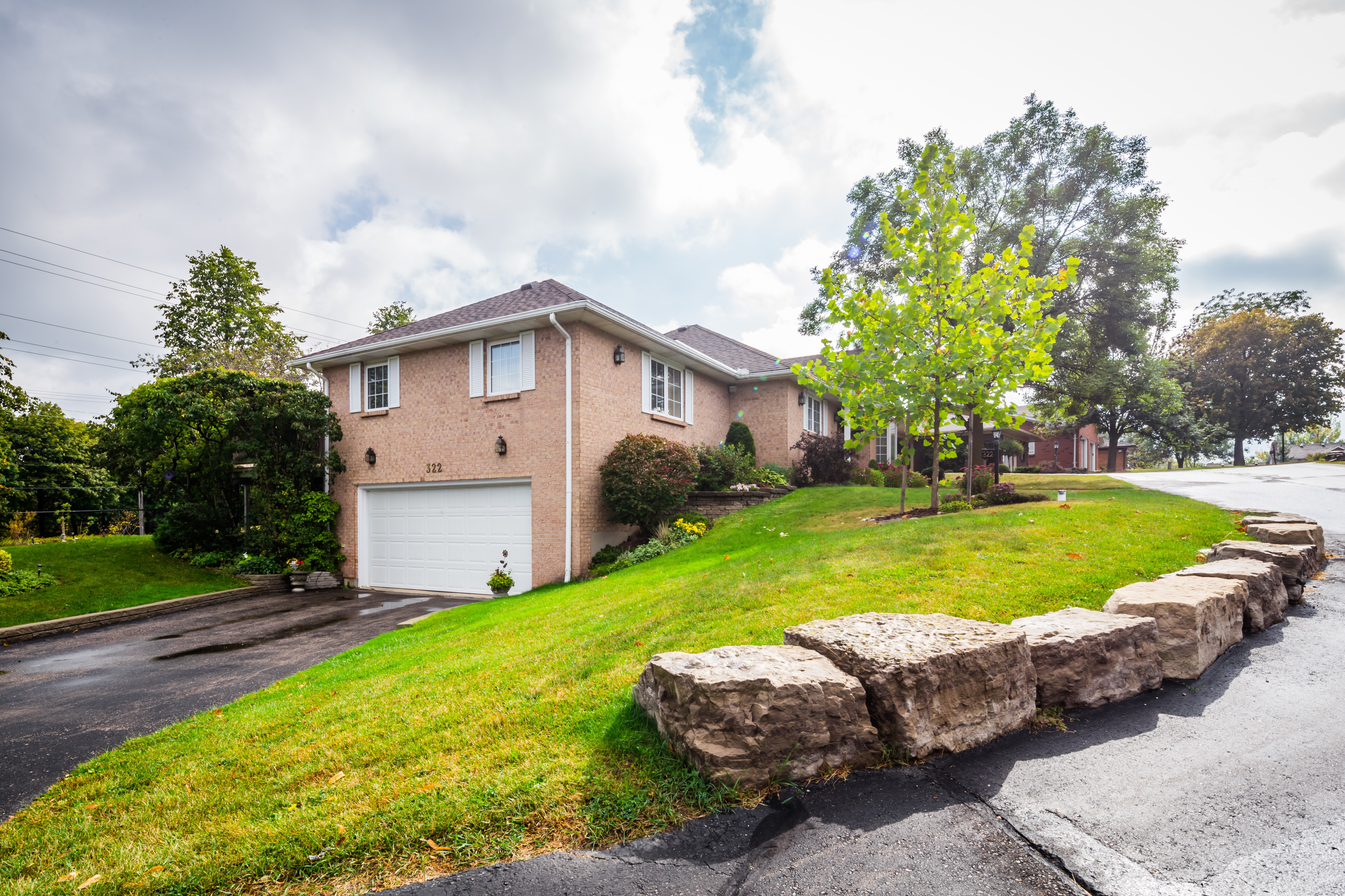 Westwinds at 322 Roxton Dr, Waterloo 1