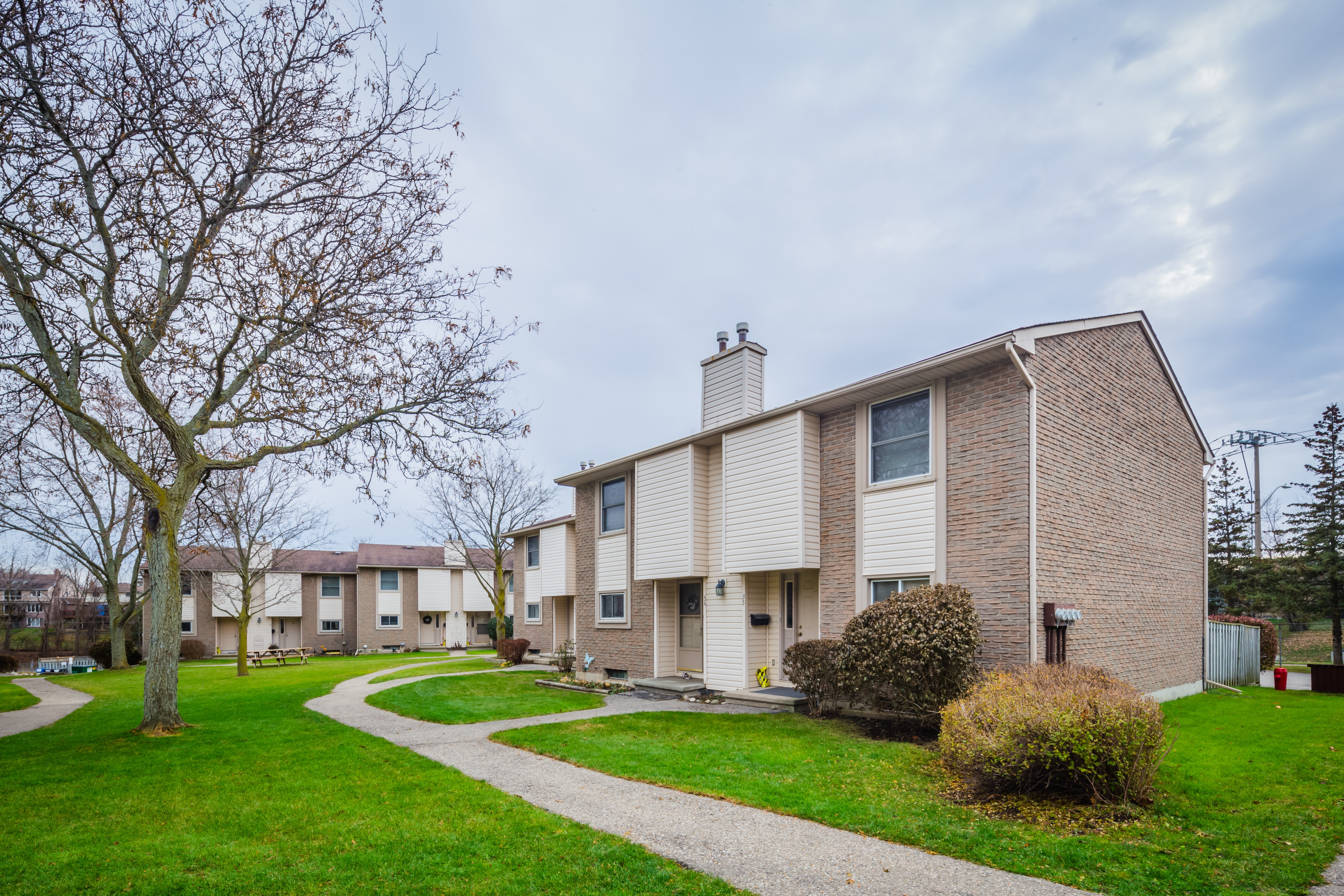 Chicopee Place at 11 Grand River Blvd, Kitchener 1