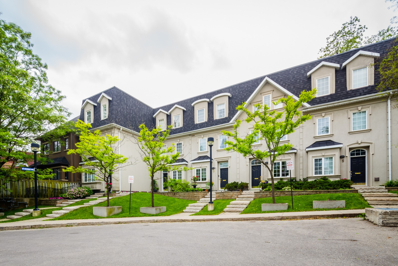 Lawrence Park at 60 Lorindale Ave, Toronto 1