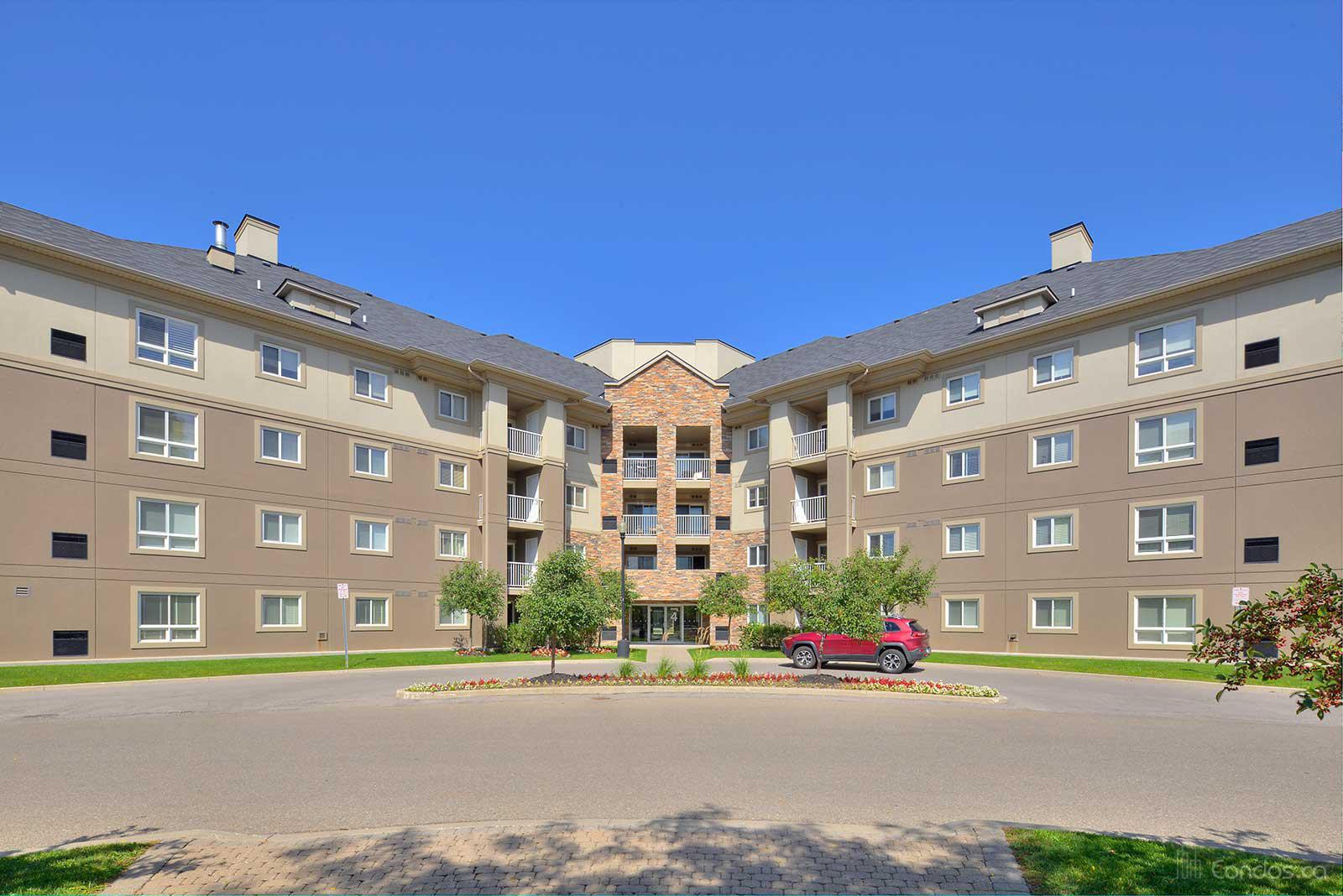 Dayspring Circle Condominium at 8 Dayspring Cir, Brampton 1