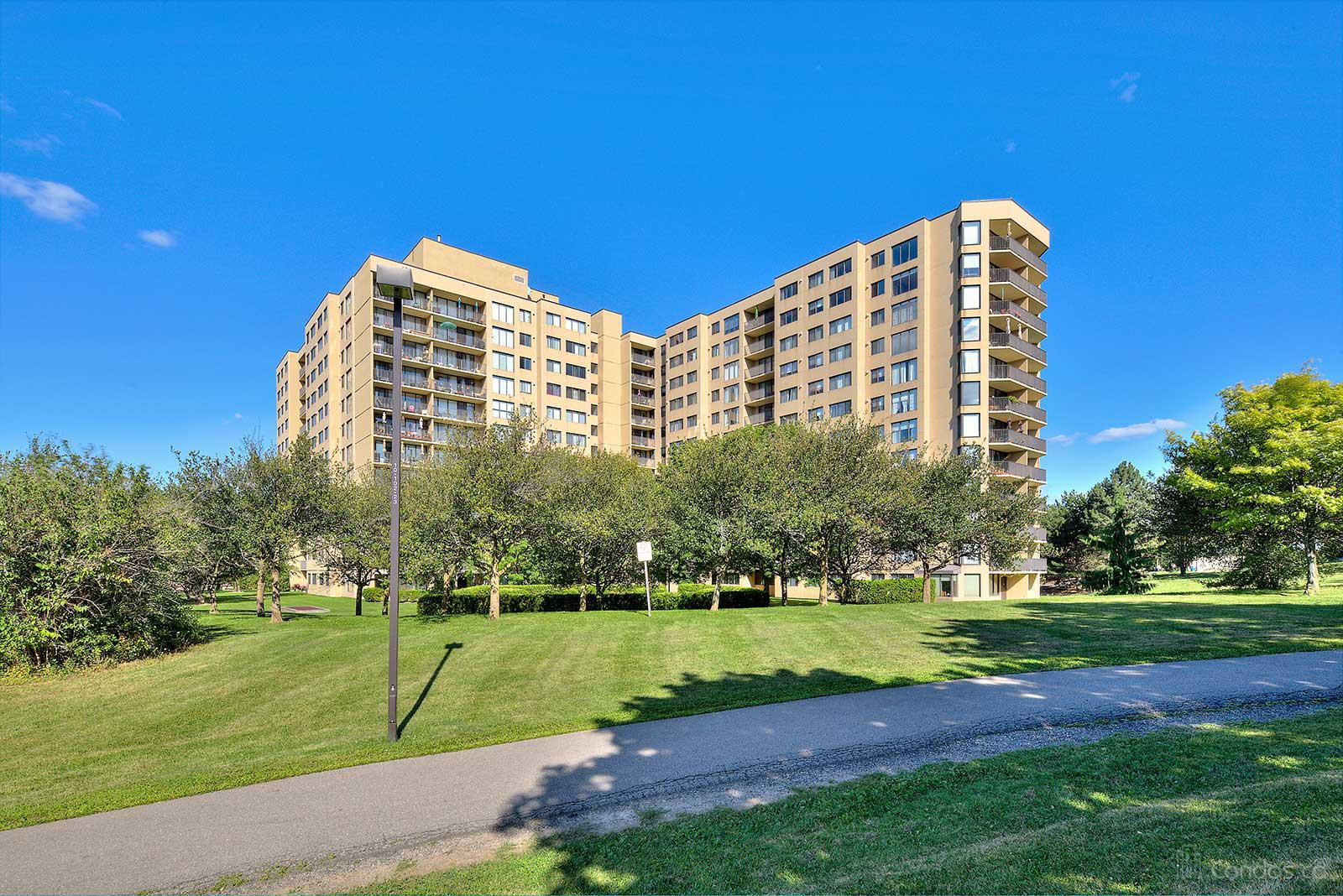 The Parkview at 6500 Montevideo Rd, Mississauga 0