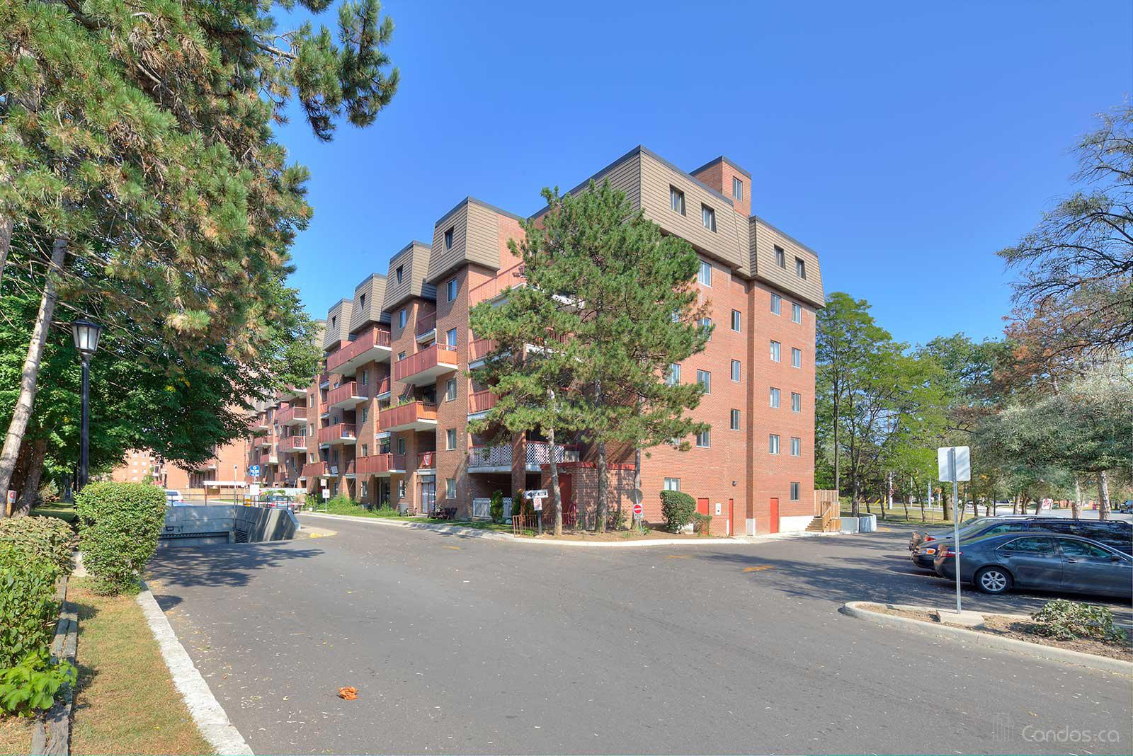 Woodlands Manor at 3025 The Credit Woodlands, Mississauga 1
