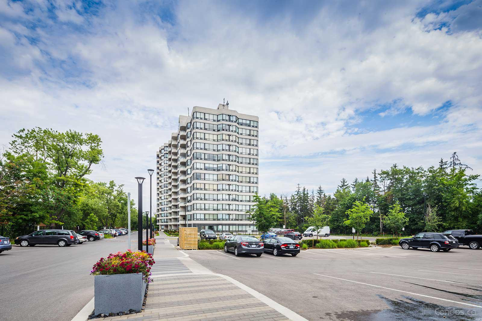 Bayview Towers at 8501 Bayview Ave, Richmond Hill 1