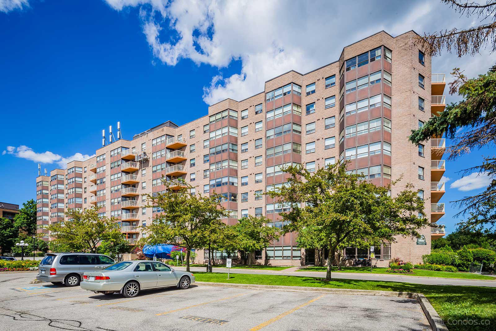 Hampton Green at 2 Raymerville Dr, Markham 1