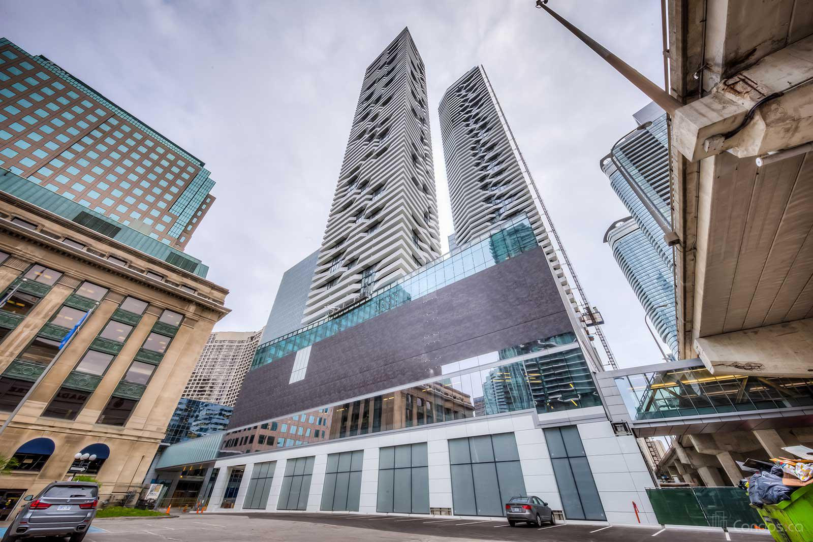Harbour Plaza Residences at 100 Harbour St, Toronto 1