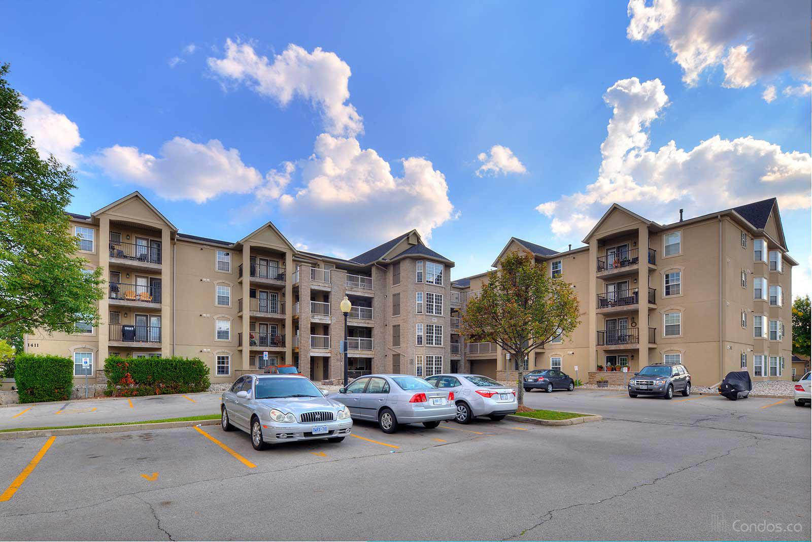 Wedgewood Condominiums Ⅲ at 1411 Walkers Line, Burlington 1