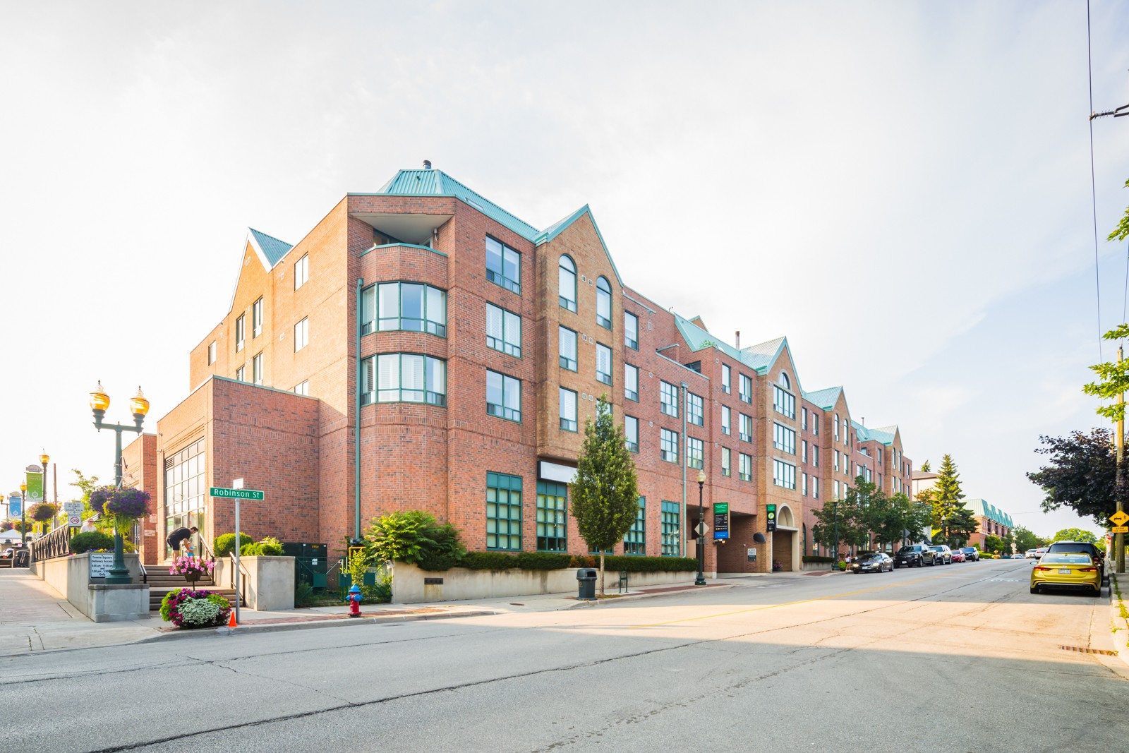 Towne Square Condos at 221 Robinson St, Oakville 0