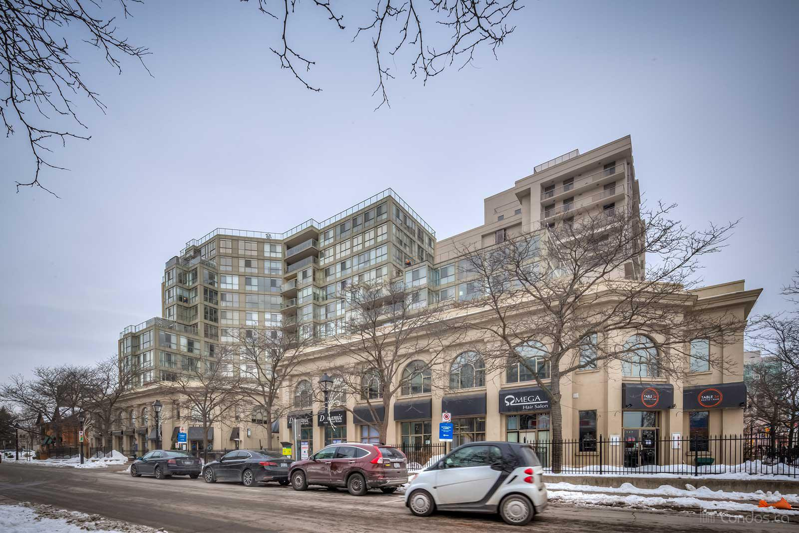 Harbourview Residences at 415 Locust St, Burlington 1