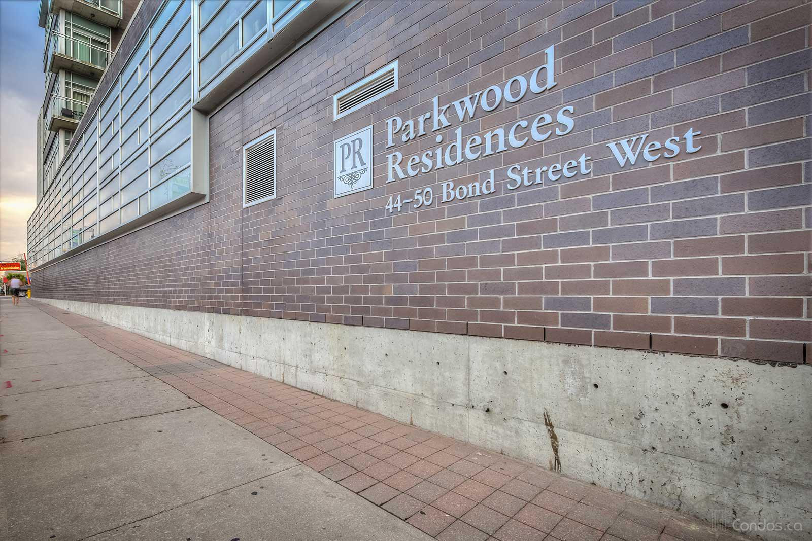 Parkwood Residences at 44 Bond St W, Oshawa 1