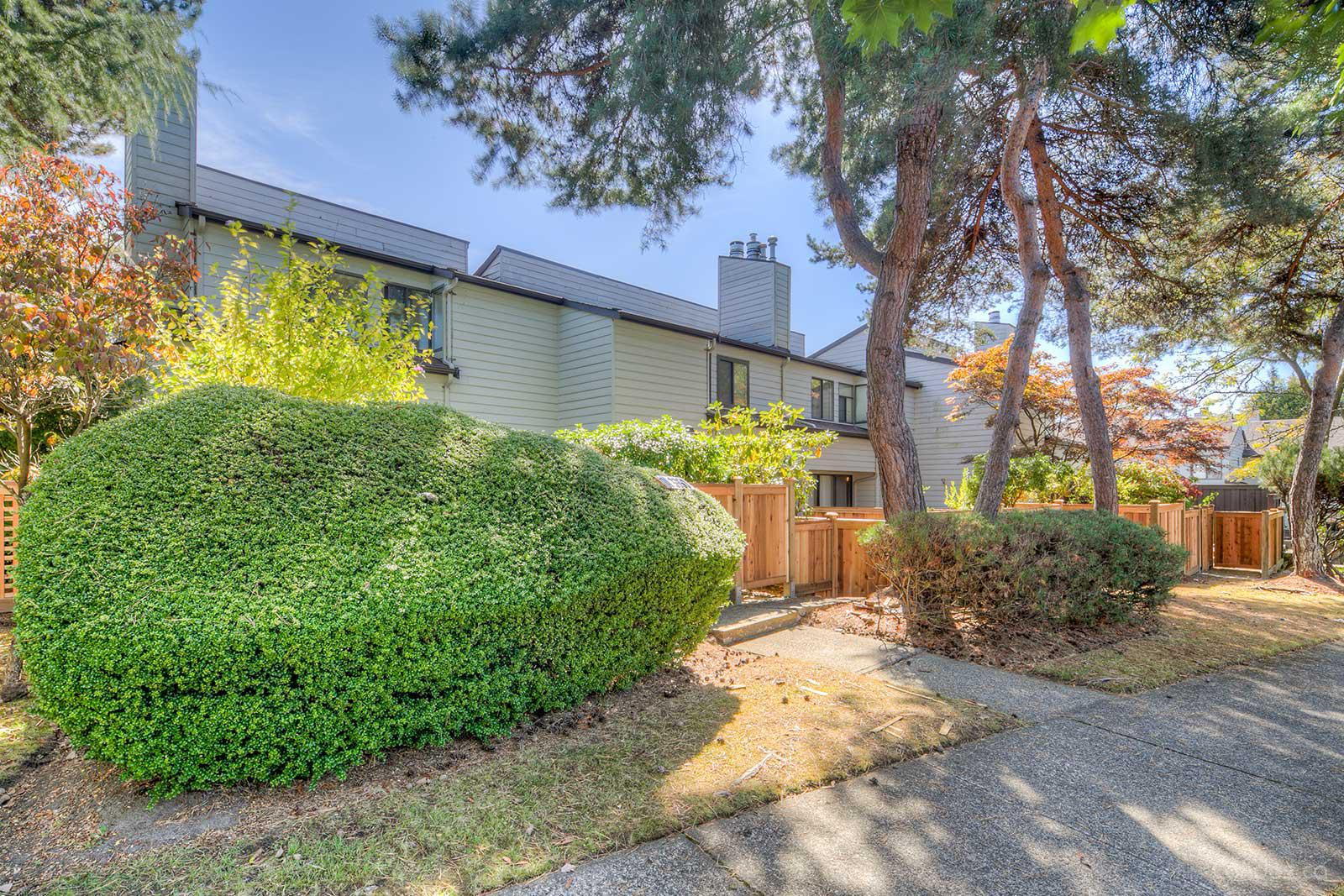 Aspenwood at 3350 Rosemont Dr, Vancouver 1