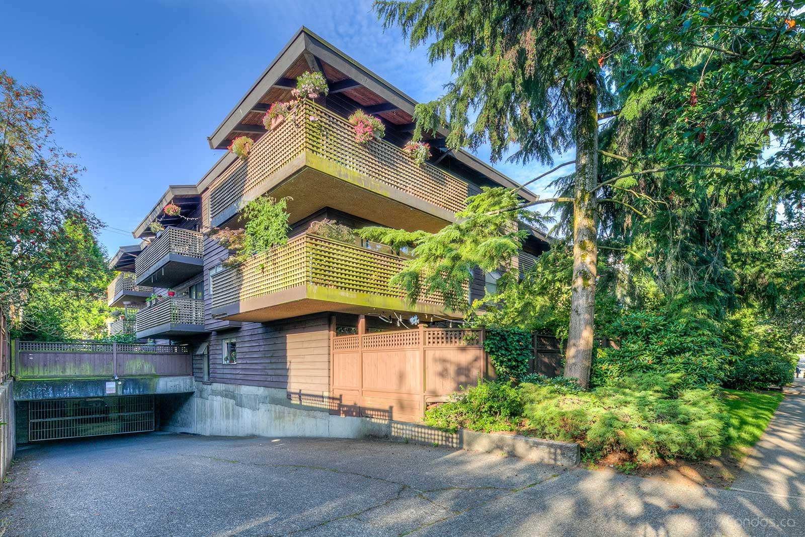 Landmark Belvedere at 330 E 7th Ave, Vancouver 0