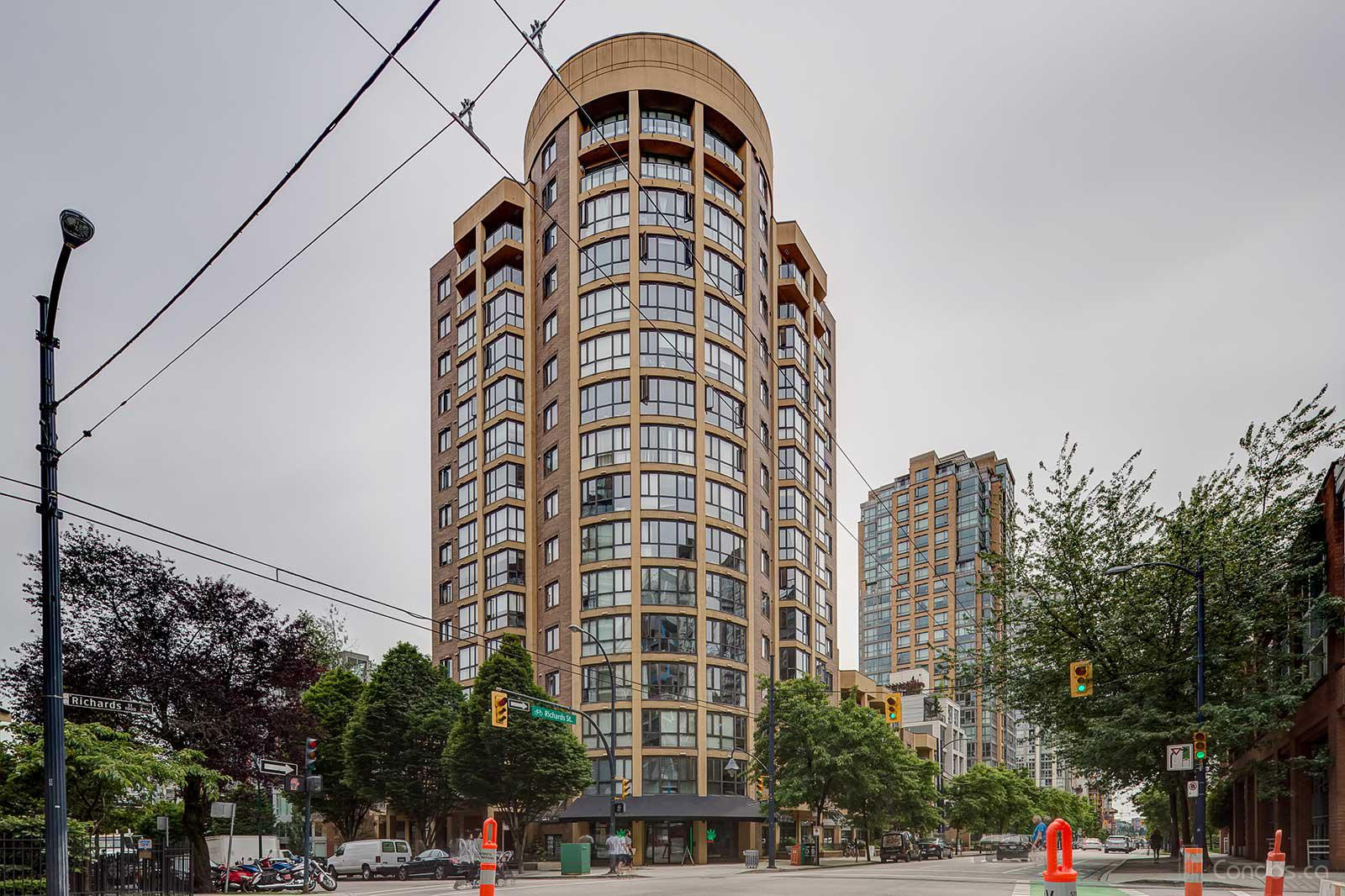 Robinson Tower at 488 Helmcken St, Vancouver 1