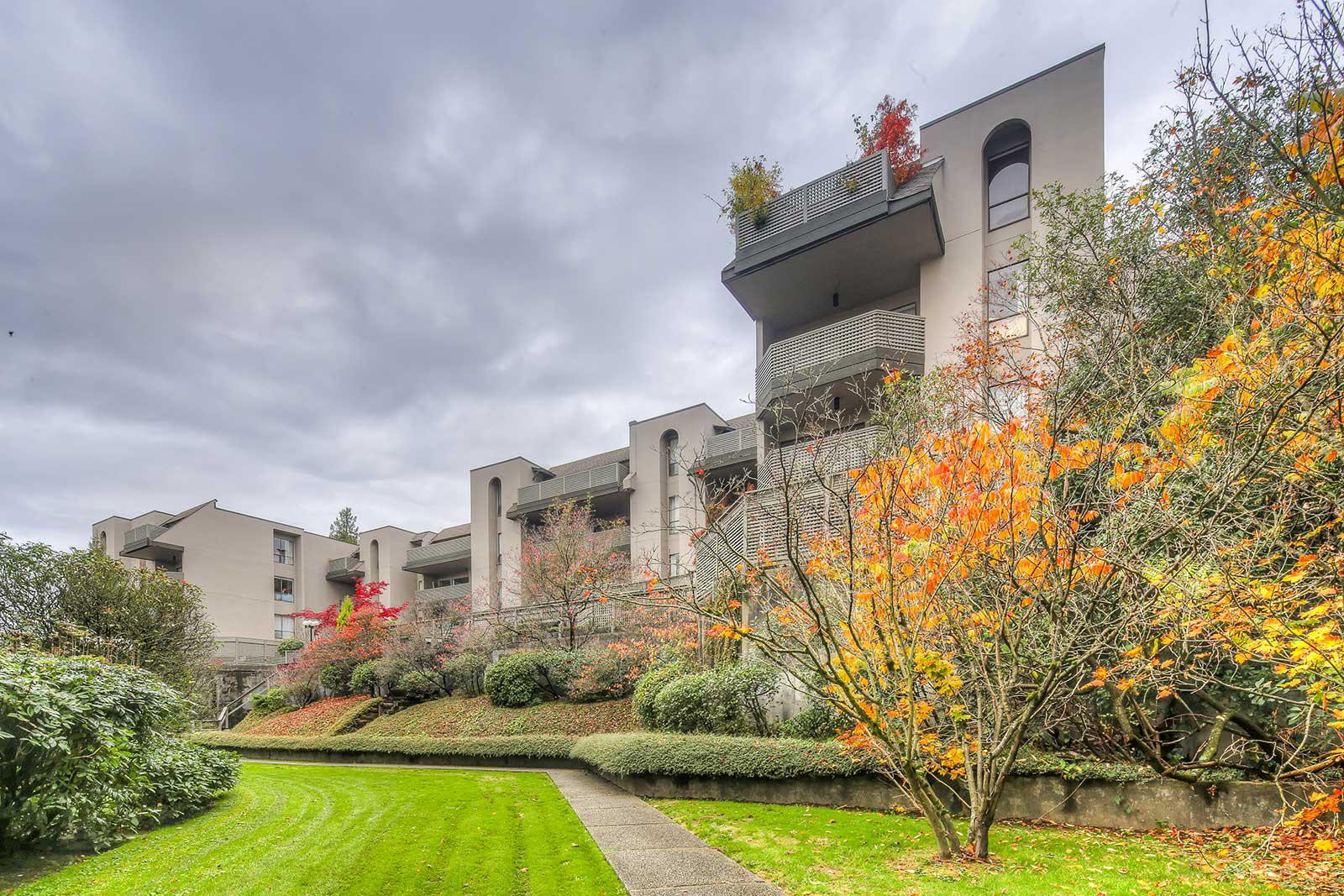 Douglas View at 1955 Woodway Pl, Burnaby 1