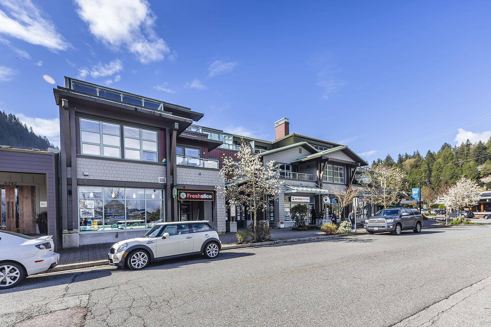 Galleries On The Bay at 6688 Royal Ave, West Vancouver 1