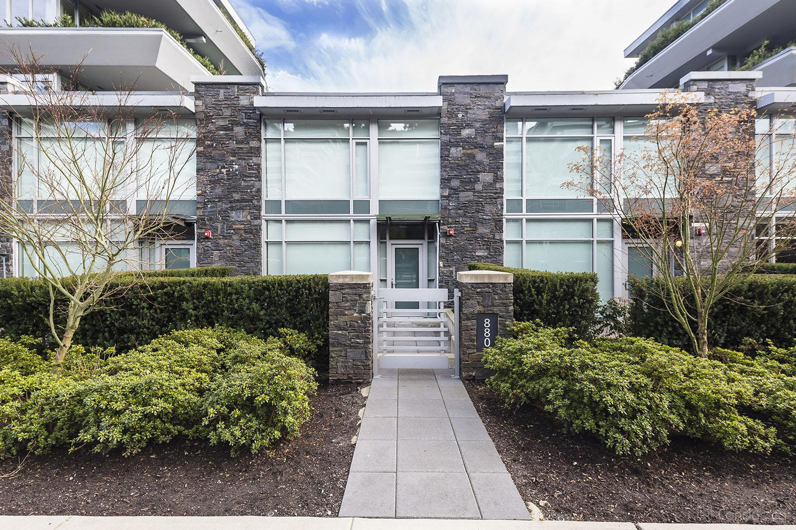 At Forest's Edge Townhomes at 880 Arthur Erickson Pl, West Vancouver 0