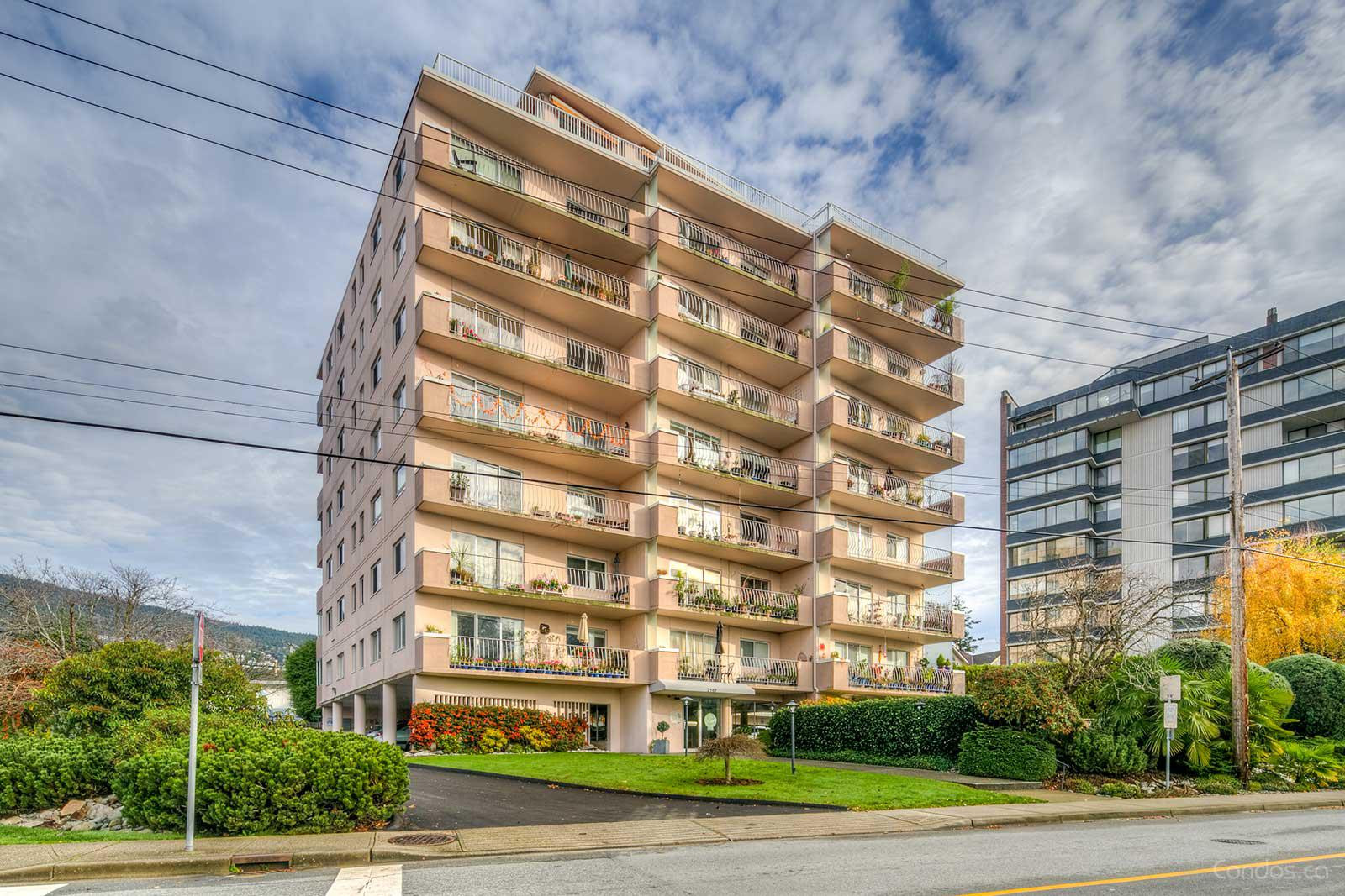 Surfside Towers at 2187 Bellevue Ave, West Vancouver 0