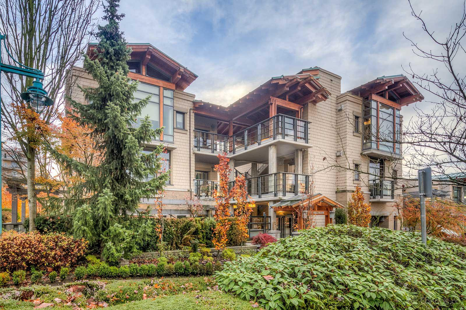 The Hollyburn at 550 17th St, West Vancouver 1