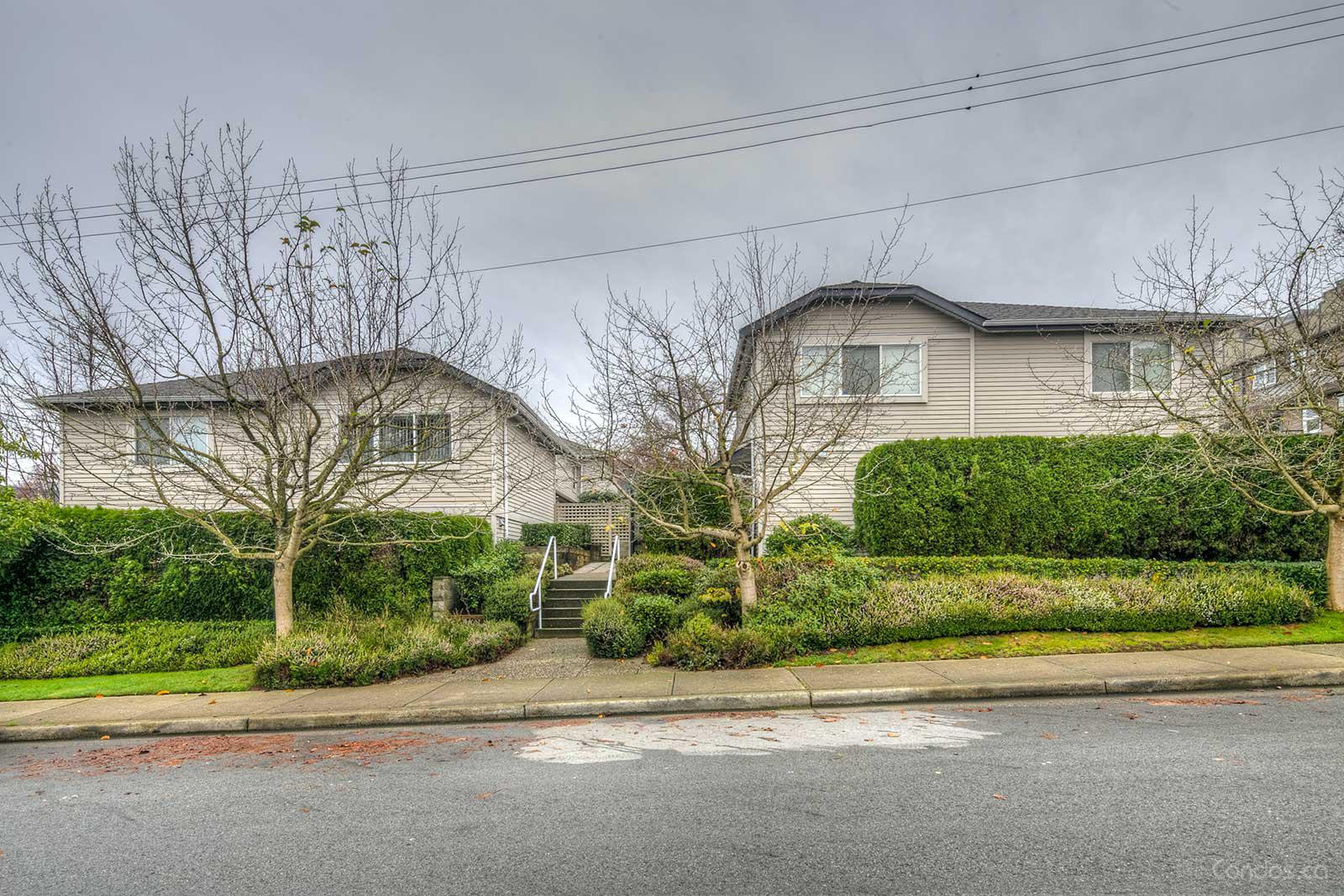 Chesterfield Court at 1818 Chesterfield Ave, North Vancouver City 0