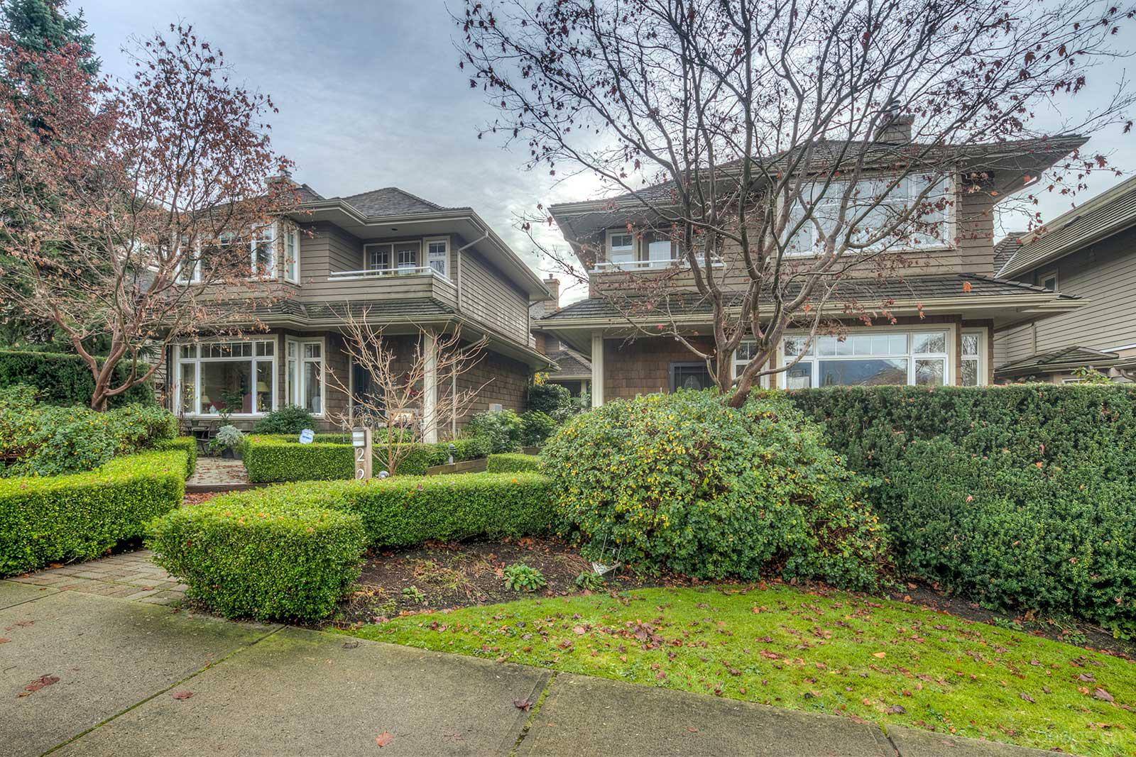 Carriage Court at 225 17th Street West, North Vancouver City 0