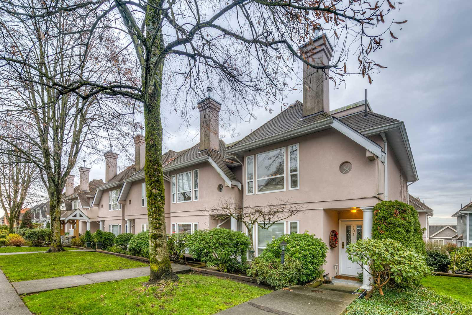 Carmel Place at 225 6th St E, North Vancouver City 0
