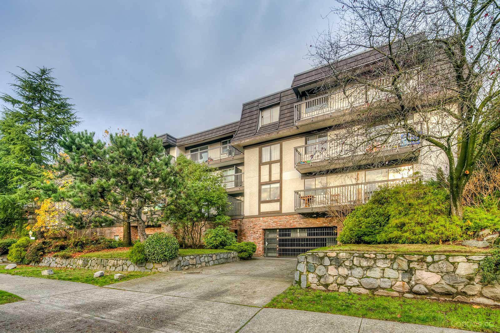 Hampton Court at 270 3rd St W, North Vancouver City 0