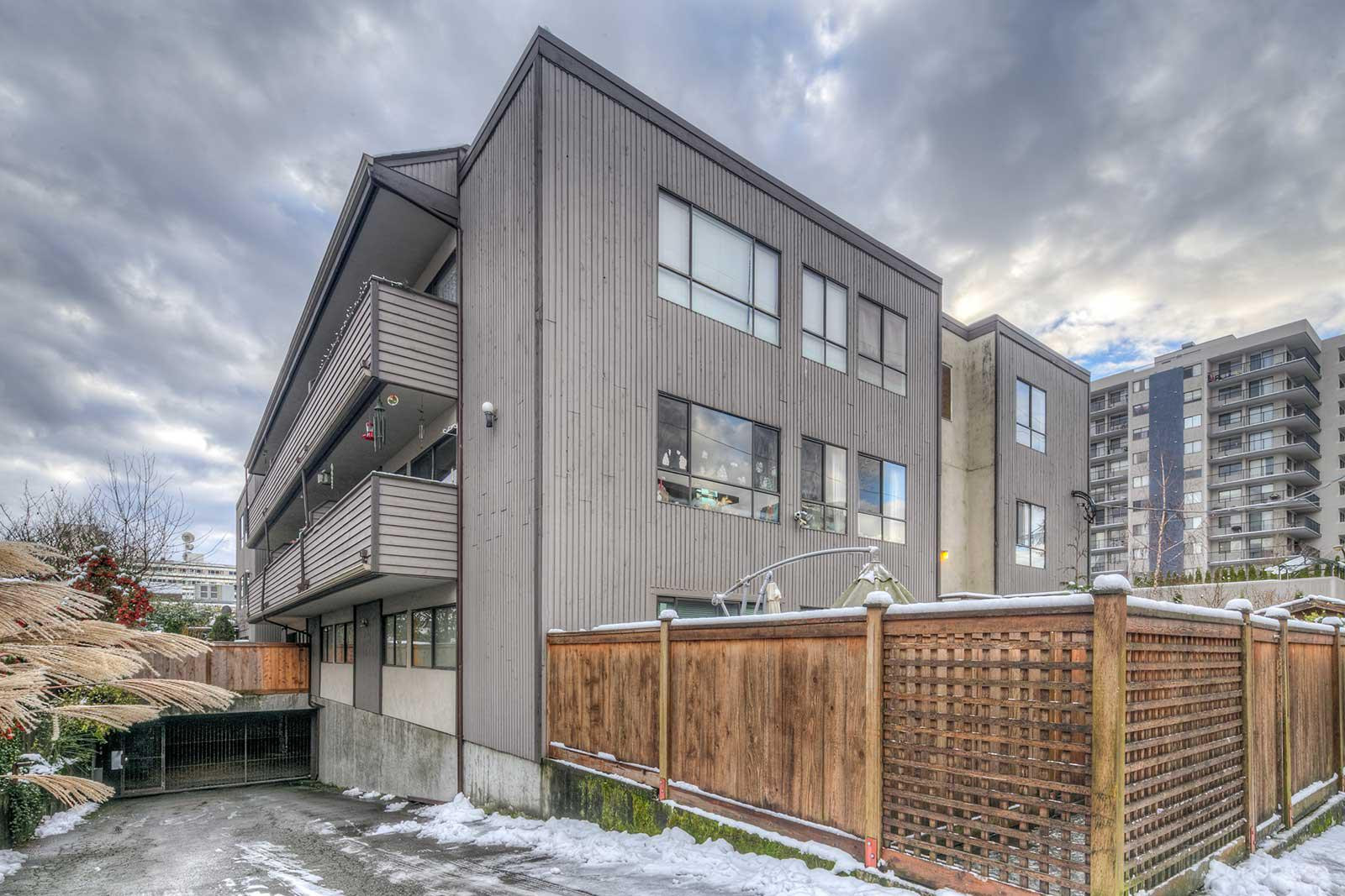Lions Gate Manor at 206 15th St E, North Vancouver City 0
