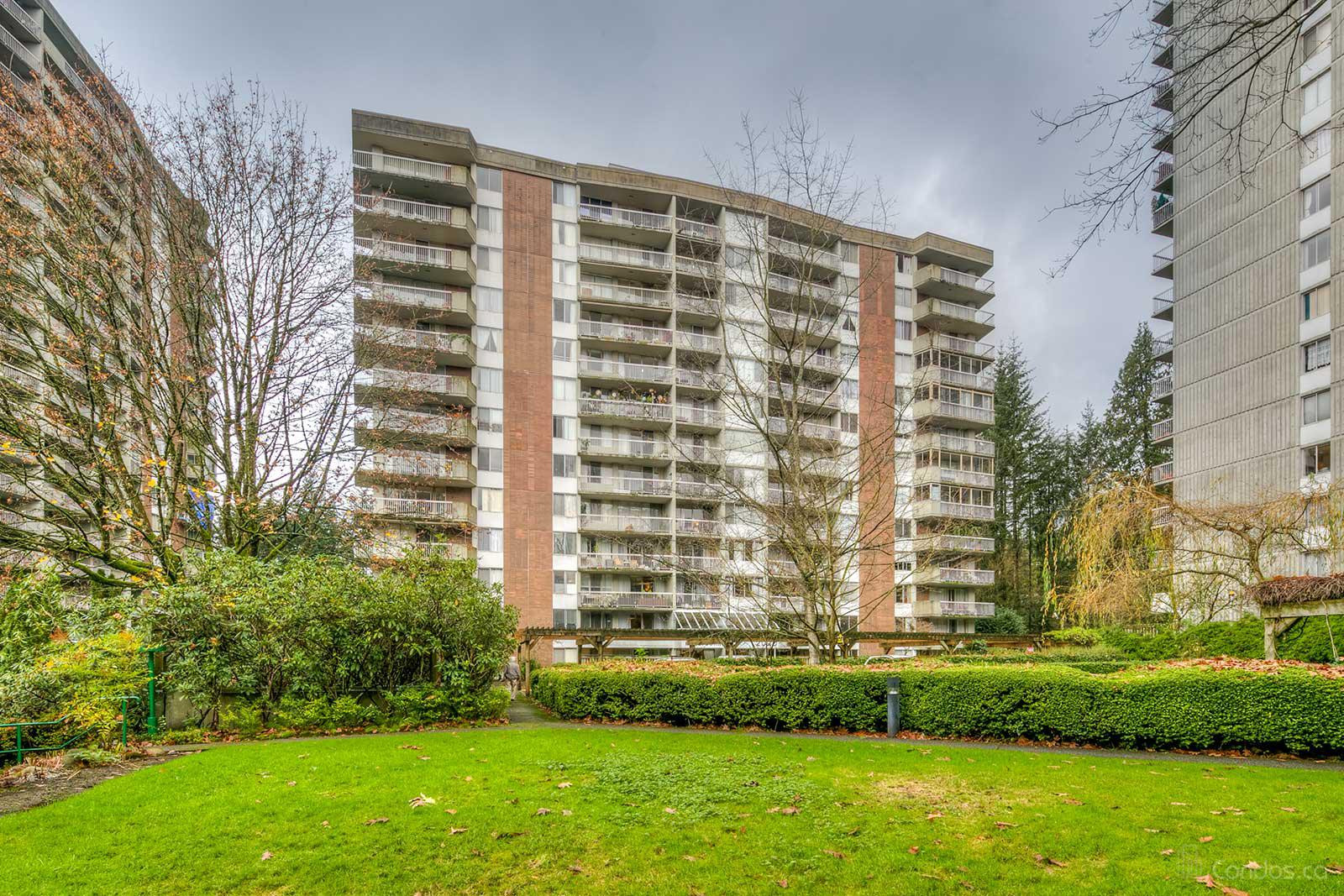 Hollyburn at 2020 Fullerton Ave, West Vancouver 0