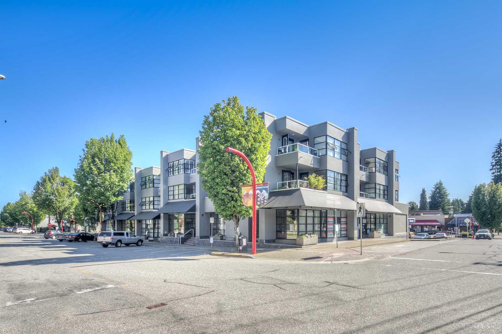 Village Square at 3151 Woodbine Dr, North Vancouver District 0