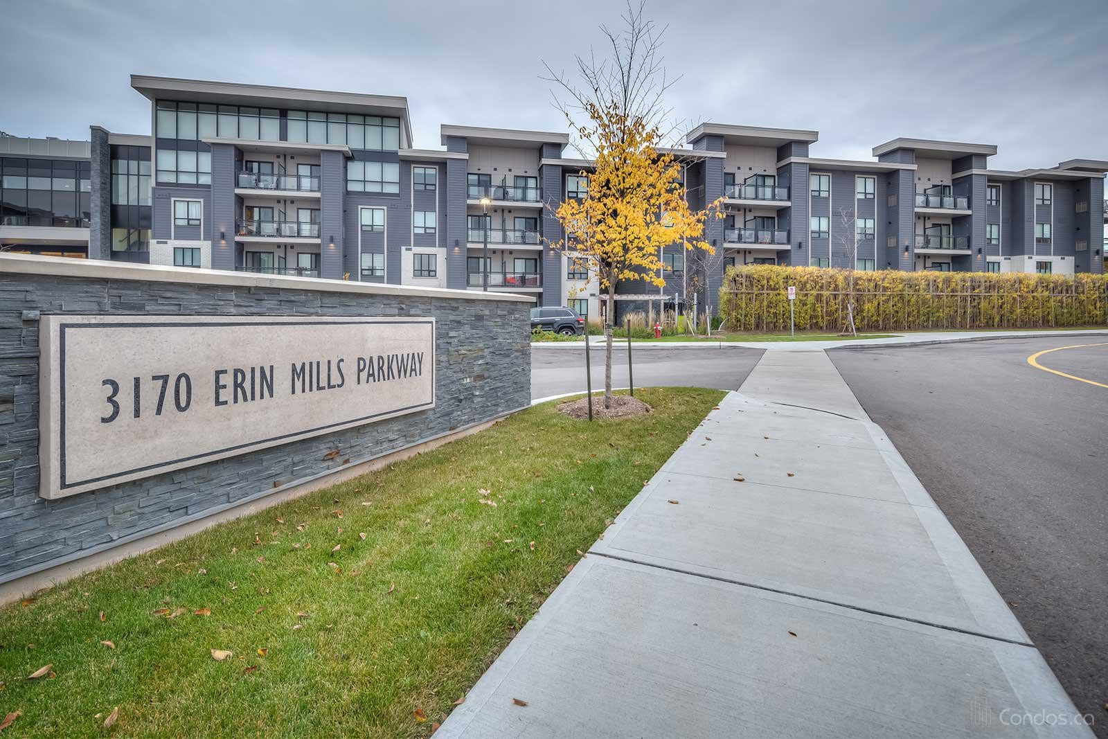 Windows On The Green at 3170 Erin Mills Pkwy, Mississauga 1