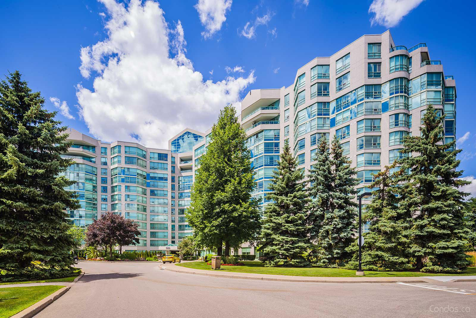 Landmark Condos at 7905 Bayview Ave, Markham 1