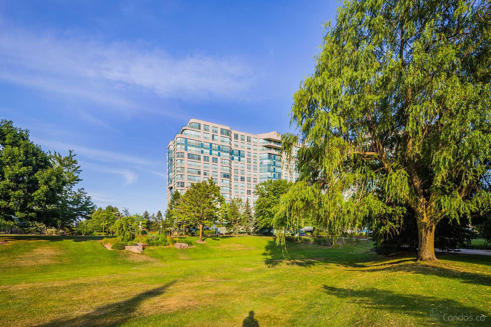The Landmark of Thornhill at 7805 Bayview Ave, Markham 1