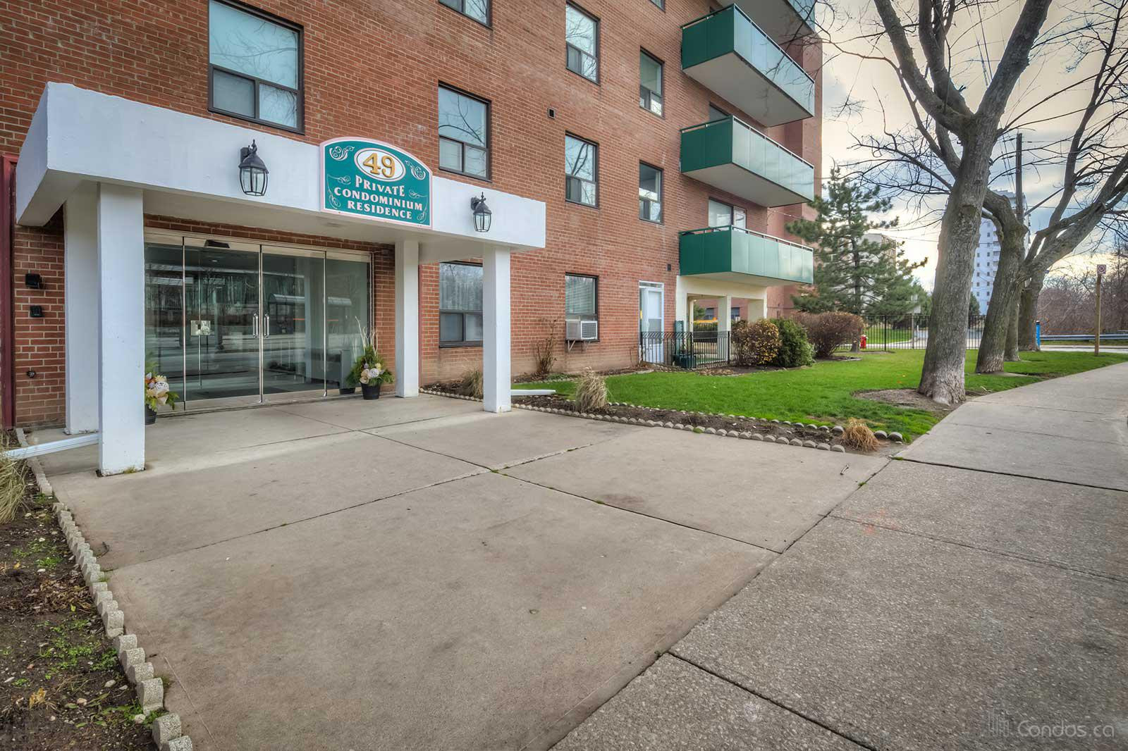 49 Queen Condos at 49 Queen St E, Mississauga 1